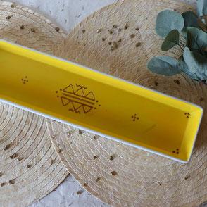 plat-rectangulaire-ceramique-jaune-cuivre-motif berbere