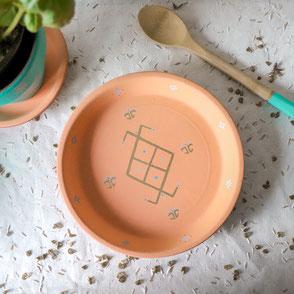 vide poche-terre cuite-artisanal-orange pastel-motifs berberes-doré