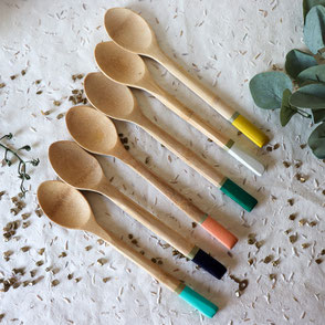 cuillere en bois-coloree-doré