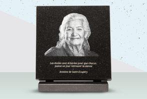 IQONIQ, plaque funéraire personnalisée granit