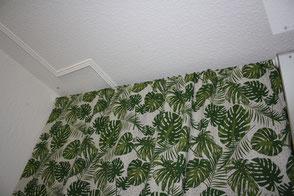 Dschungellook, Dschungelstyle, Schlafzimmer verschönern, Caballo Couture, Vorhänge selber nähen, Kissen selber nähen, Schrank verschönern, Gardinenstange anbringen