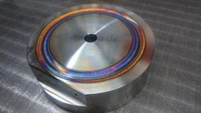 真空機器のTIG溶接の写真