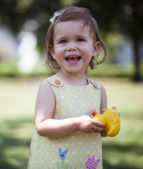 Schürzenkleid für kleine Mädchen