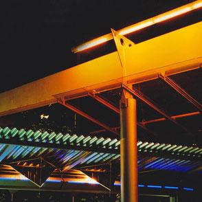 Kulturzentrum am Gasteig_Kunst am Bau_Avantguard Lichtarchitektur_Bruno Kiesel_schwarzlicht_Philharmonie_S-Bahn Station Lichtkunst_jpg