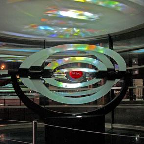 kinetisches lichtkunstwerk_vocal_Kunst am Bau_Bruno Kiesel_Uli Borde_Metallgestaltung_Studio Weber_Olafur Eliasson_Lichtplanung_Lichtkünstler_luminist_Foyergestaltung