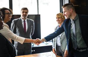 Fragetechniken, Nutzenargumentation, mit Kundeneinwänden umgehen, Abschlusstechniken, guter Eindruck beim Kunden hinterlassen