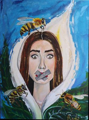 Femme fleur de lune entourée d'abeilles scotch sur la bouche pour se taire