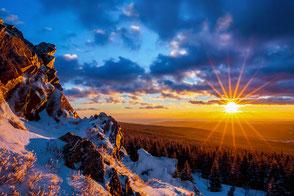 Wolfswarte-im-Winter, Bruchberg, Sonnenstern, starburst, Nationalpark-Harz, Harzer-Winterlandschaft, Oberharz, Harzer-Wandernadel, Stempelstelle-135, wandern-im-Harz, Highlight-im-Harz, Sonnenaufgang, Harz-Natur, Canonfoto, Canon, Canon-16-35mm
