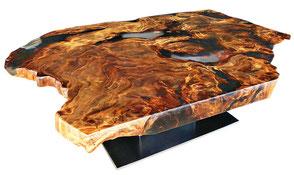 Exklusiver Designer Couchtisch mit Tischplatte aus kunstvoller Kauri Wurzel, außergewöhnlicher Couchtisch wertbeständig, hochwertiger Holztisch