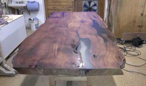 Außergewöhnlicher Kauri Holztisch hochwertig bearbeitet, alltagstaugliche widerstandsfähige Oberfläche, schöner warmer Farbton des Holzes