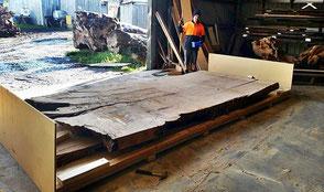 Außergewöhnliche Holztisch Platte Transport Neuseeland Deutschland von Beaupoil, unvergleichlicher Konferenztisch aus Baumstamm Wurzel, extravagantes Unikat