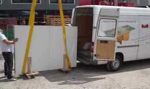 Einzigartiger Designertisch in Transportkiste verpackt