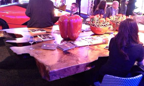 Einzigartiger Konferenztisch aus Kauri Baumstamm mit Wurzel auf Ausstellung, beispielloser Holztisch für besonderes Wohnambiente mit höchster Qualität