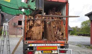 Kauri Wurzel Tischplatten Transport nach Deutschland für extravagante Designertische aus massivem Kauri Holz, unnachahmliche Massivholztische Esstische