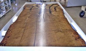Imposanter Holztisch einmaliger Unikattisch aus limitiertem Kauri Holz, kunstvolle Naturvielfalt im Massivholztisch mit hochwertiger Qualität