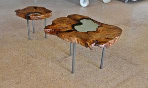 Designer Couchtisch aus Kauri Wurzelholz mit Epoxid Kunstharzfüllung, urwüchsige Holztische mit haptisch weichen Naturkanten, besondere Designertische
