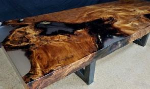 Designer Esstisch aus Kauri Wurzelholz, beeindruckender Holztisch mit großer Epoxidharz Tischplatte ein Stück