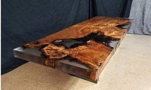 Außergewöhnlicher Wurzel Holztisch mit Harz als vollwertig nutzbares Natur Kunstwerk