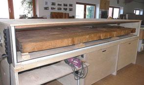 Große Esstischplatte aus Kauri Wurzel in Trockenkammer, besonderer Natur Holztisch, herausragender Tisch
