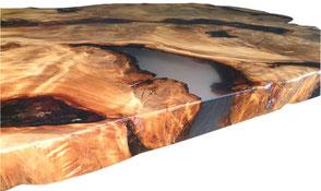 Designertisch aus Kauri Wurzel mit hochwertiger Oberfläche, Naturkunstwerk einzigartiger Esstisch mit Epoxidharz  und Naturkanten