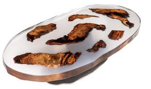 Exklusiver Designer Couchtisch mit Einzelstücken aus Kauri Wurzelholz in Epoxidharz, einzigartiger Unikat Design Holztisch mit Naturhölzern