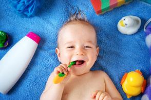 Baby, Kleinkind, Zähne putzen, Mundhygiene, Zahnhygiene