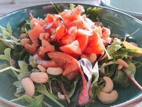 Tomaat; salade; tomaat lekker; gezond; noten;