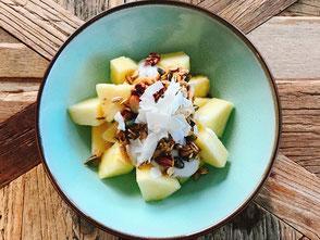kokosyoghurt, ananas, granola, kokosvlokken