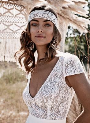 Robe de mariée bohème chic décolleté V Fabienne Alagama Fabrication française Saint Germain en Laye Yvelines