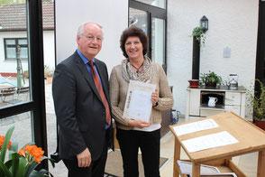 Auszeichnung von Angnes Weiß mit der Ehrennadel in Gold