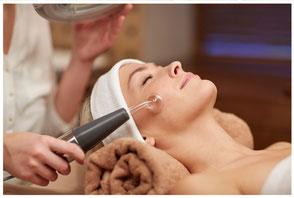 pulizia del viso tradizionale con spremitura salus house milano