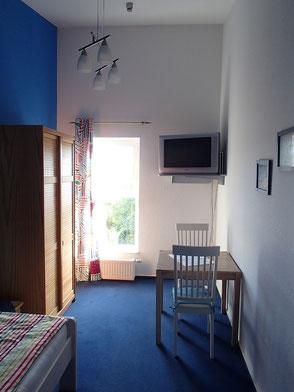 """Einzelzimmer """"Blau"""" der Ferienwohnung Käppler - auch als Fremdenzimmer mit Küche, Bad und Dachterrassen-Mitbenutzung - Foto: KÄPPLER FeWo, Stade"""