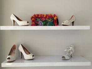 saarclean, Schuhreparatur-Service, Regal mit Blumen und Schuhen