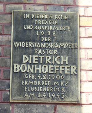Gedenktafel an der Zionskirchen an Pastor Dietrich Bonhoeffer