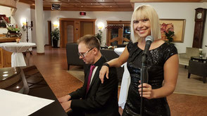 Hochzeitsband Augsburg - Musik für Empfang am Flügel