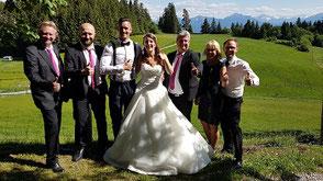 Hochzeitsband Augsburg - Brautpaar und Band