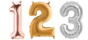 ZFolienballon Zahlen und Buchstaben in unterschiedlichen Größen und Farben.