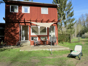 Ferienhaus am Wald See eingezäuntes Grundstück