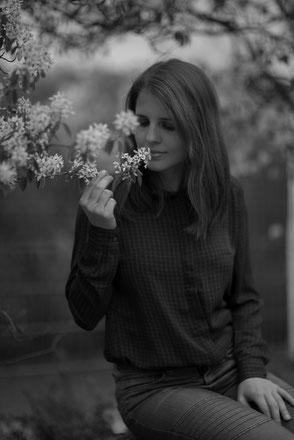 emotionales Porträt Outdoor schwarzweiß
