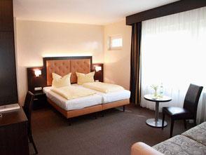 Für Ihre Weihnachtsfeier mit Übernachtung bieten wir Ihnen unsere 3 Sterne Hotelzimmer an. Hier bekommen Sie die Zimmer für Ihre Weihnachtsfeier mit Übernachtung besonders günstig angeboten.