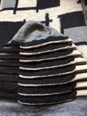 sjaal en muts naar schilderij van Theo van Doesburg