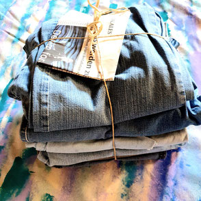 Gespendete Jeans für die Kunstinstallation