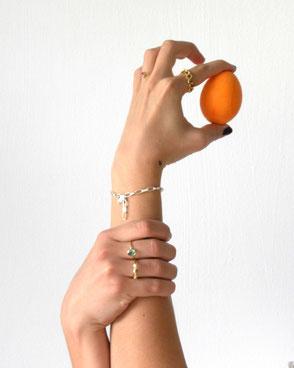 Maschen-Ring in Silber 14 Karat Gelbgold vergoldet € 155.- |  Grüner Turmalin-Ring in 14 Karat Gold  € 445.- | Ketten-Ring in Silber vergoldet € 135.- | Armband mit Herz-Schloss in Silber € 125.-