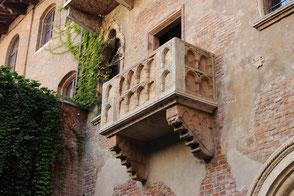 https://pixabay.com/de/balkon-verona-veneto-italien-2984316/