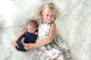 Photographe naissance nouveau-né à domicile photo famille Dijon Beaune Nuits Saint Georges Dole