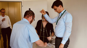 Beim Teamevent Marshmallow Challenge wird aus Spaghetti und weiteren Zutaten ein möglichst hoher Turm gebaut