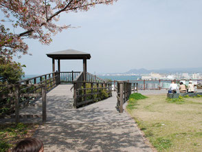 唐人町商店街の北東には、「西公園」があります。展望台からは博多湾が一望できます。