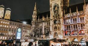 Auch das ist Weihnachten: Unser alljährlicher Auftritt auf dem Balkon des Münchner Rathauses.
