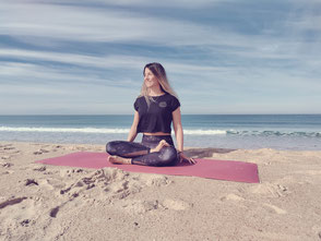 Anna Morf, Gründerin von Yoga2day, Studio am Salersteig in Zürich Oerlikon. Gründerin von Yoga2day.institute - für Yoga Ausbildungen, Ausbildungen Meditation, direkt am Bahnhof Zürich Oerlikon