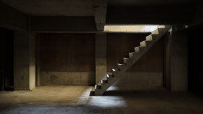 アジト、秘密集会、隠れ家、倉庫